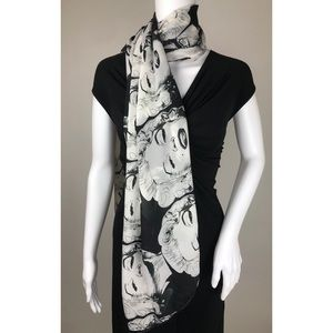 Marilyn Monroe Black and White Scarf